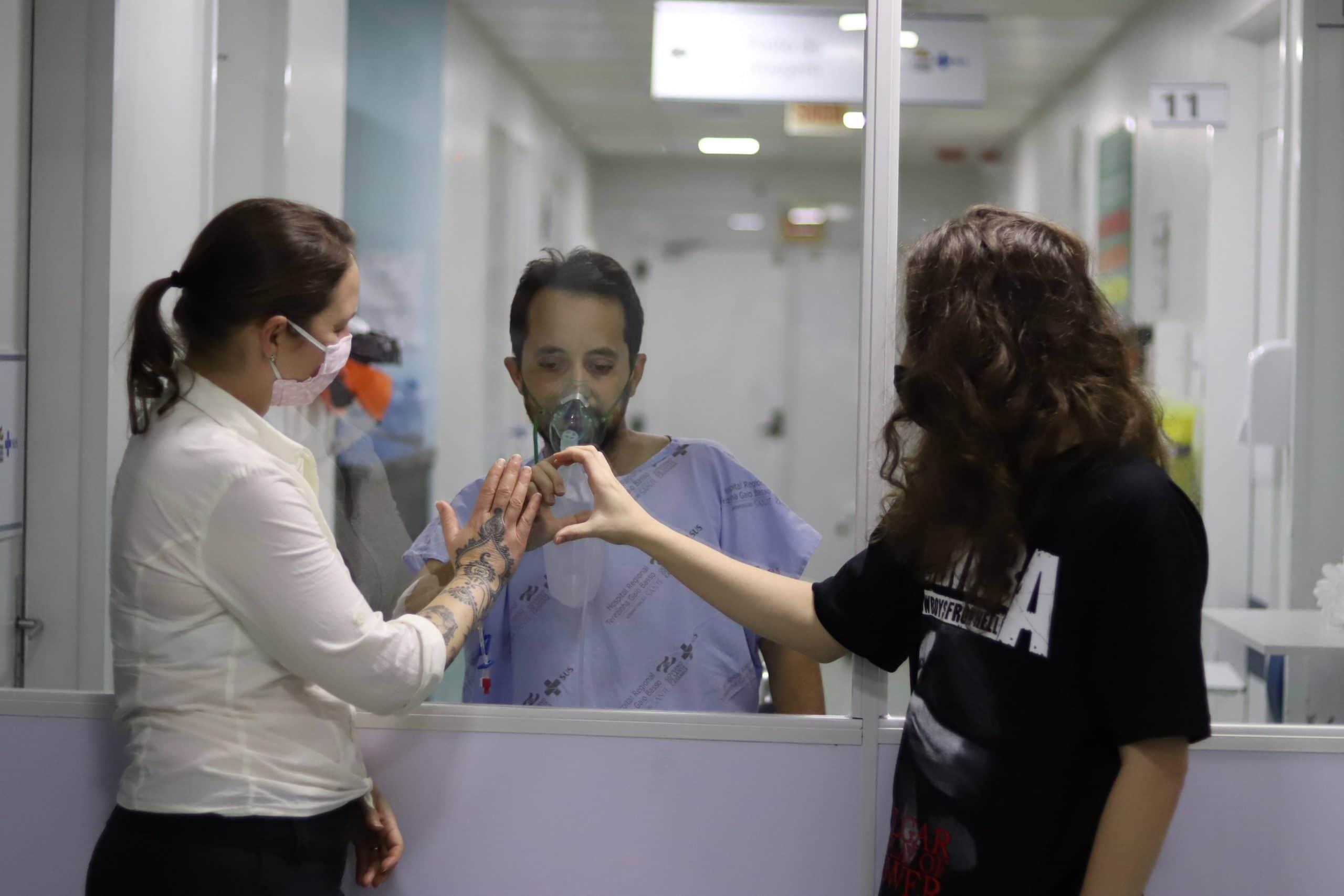Hospital Regional de São Miguel do Oeste oferece visita segura aos pacientes com Covid-19