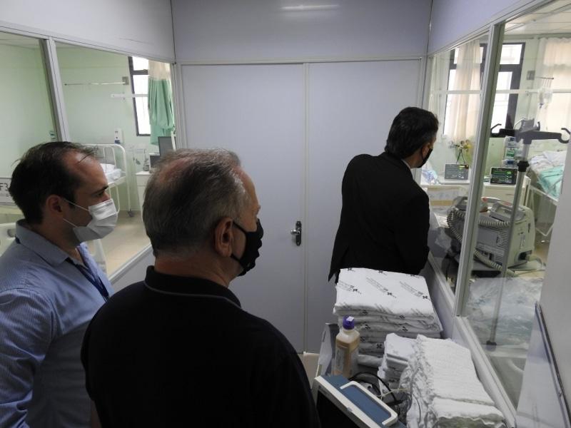 Secretário de Estado da Saúde visita Hospital Regional de São Miguel do Oeste e anuncia cinco novos leitos de UTI